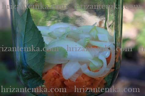 Мариновані огірки на зиму з морквою і цибулею
